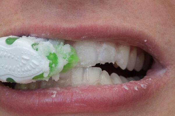 Làm Trắng Răng Với Baking Soda Nguyên Chất