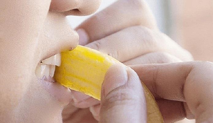 Những Lưu ý Khi Sừ Dụng Vỏ Chuối Làm Trắng Răng