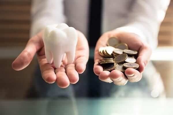 Có Nên Trồng Răng Implant Giá Rẻ Hay Không